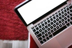 laptop-at-night-1114372_1280